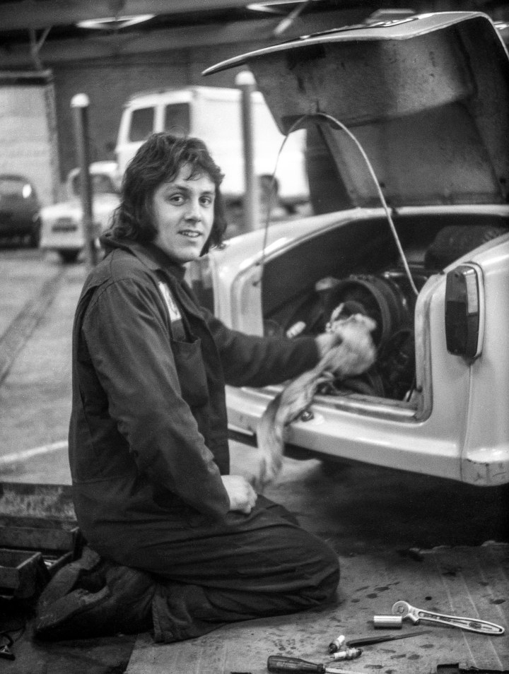 1000 Images : 6. The Car Mechanic